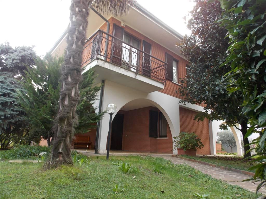 Soluzione Indipendente in vendita a Caronno Pertusella, 5 locali, prezzo € 550.000 | CambioCasa.it