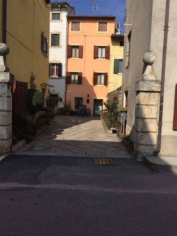Soluzione Indipendente in vendita a Negrar, 13 locali, zona Zona: Arbizzano, prezzo € 295.000 | Cambio Casa.it
