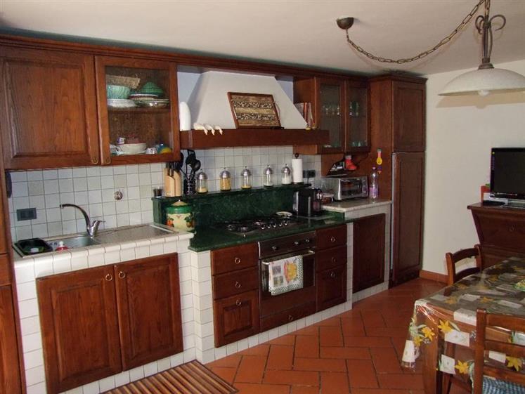 Soluzione Indipendente in vendita a Rufina, 5 locali, prezzo € 205.000 | Cambio Casa.it