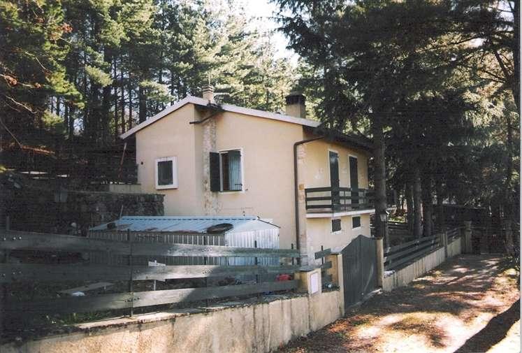 Villa in vendita a Rufina, 8 locali, prezzo € 205.000 | Cambio Casa.it