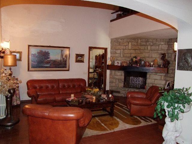 Villa in vendita a Rufina, 5 locali, prezzo € 420.000 | Cambio Casa.it