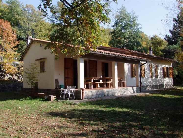 Villa in vendita a Londa, 5 locali, zona Zona: Bucigna, prezzo € 210.000 | Cambio Casa.it