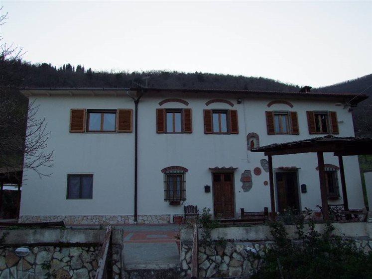 Casa colonica pontassieve cerca case coloniche a for Piani casa da 4000 a 5000 piedi quadrati
