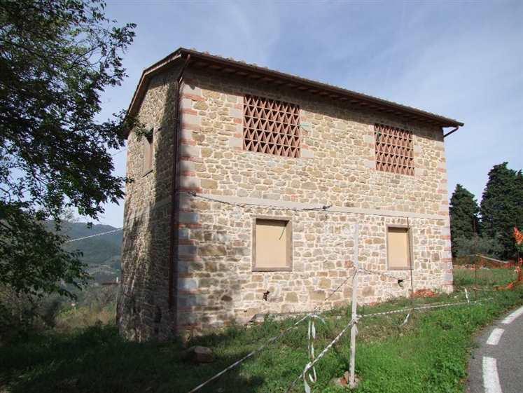 Soluzione Indipendente in vendita a Rufina, 10 locali, zona Zona: Scopeti, prezzo € 225.000 | Cambio Casa.it