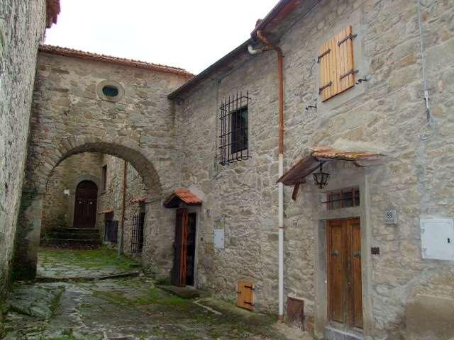 Soluzione Indipendente in vendita a Londa, 10 locali, zona Zona: Bucigna, prezzo € 200.000 | Cambio Casa.it