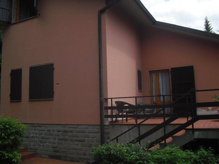 Villa in vendita a Londa, 6 locali, zona Zona: Rincine, prezzo € 350.000 | Cambio Casa.it