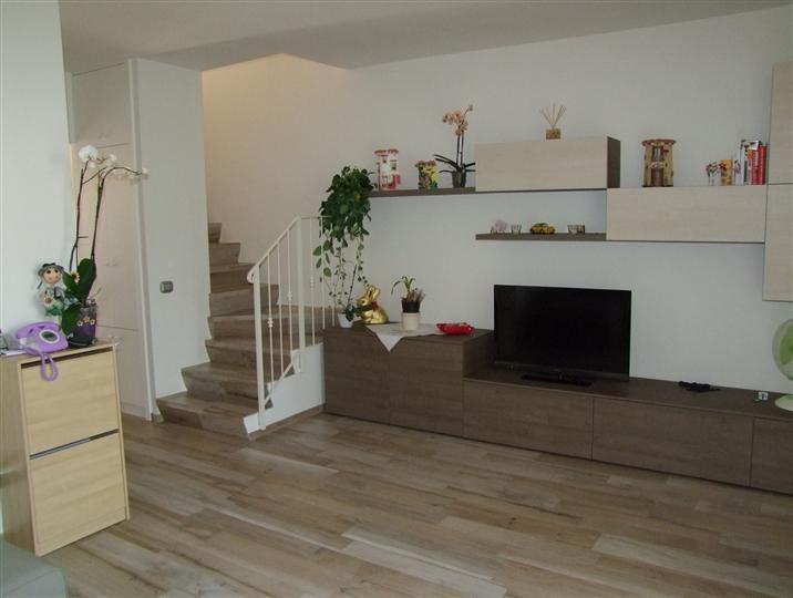 Soluzione Indipendente in vendita a Rufina, 7 locali, zona Zona: Contea (Casini), prezzo € 197.000 | Cambio Casa.it
