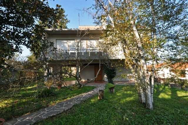 Villa in vendita a Vicchio, 8 locali, prezzo € 580.000 | Cambio Casa.it