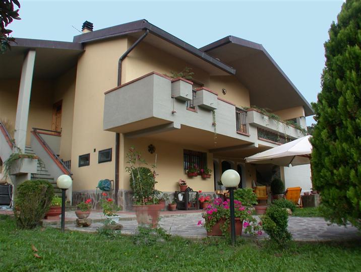 Villa bifamiliare a LONDA 5 Vani - Garage - Giardino