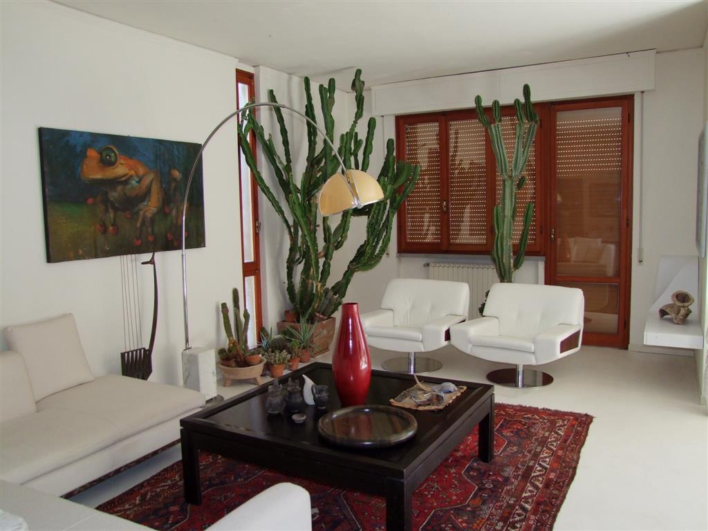Villa a DICOMANO 9 Vani - Garage - Giardino
