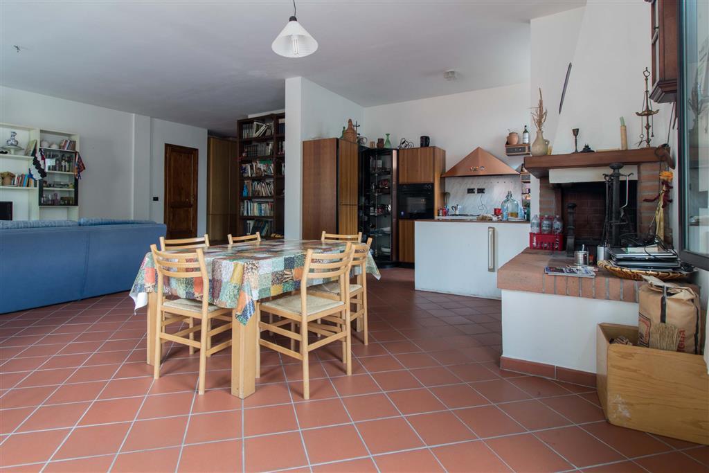 Appartamento in vendita a Londa, 5 locali, prezzo € 165.000   Cambio Casa.it