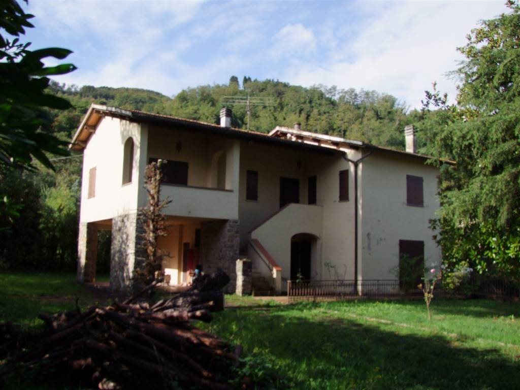 Villa bifamiliare a DICOMANO 220 Mq | 5 Vani | Giardino 4000 Mq