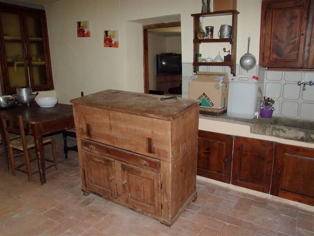 Soluzione Indipendente in vendita a Londa, 5 locali, zona Zona: Bucigna, prezzo € 107.000 | CambioCasa.it