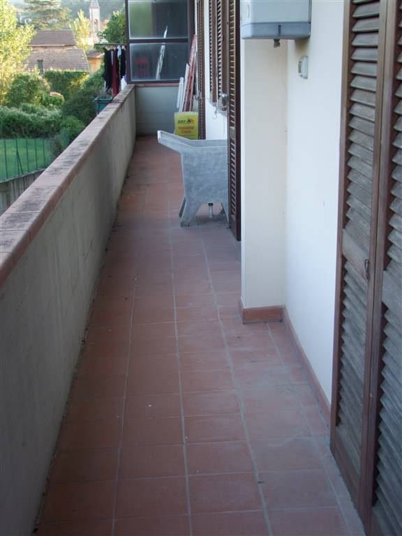 RUFINA, Appartamento in affitto di 90 Mq, Ottime condizioni, Classe energetica: F, posto al piano Terra, composto da:  4 Vani, Cucina Abitabile,