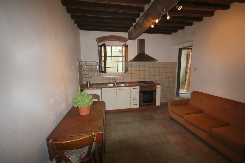 Appartamento in vendita a Vicchio, 3 locali, zona Località: PONTE A VICCHIO, prezzo € 80.000   Cambio Casa.it
