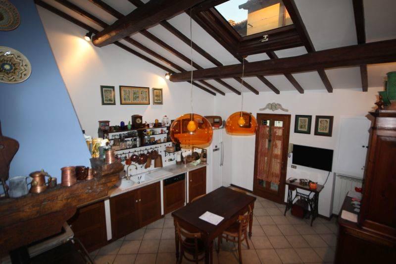 Villa in vendita a Vaglia, 6 locali, zona Zona: Pratolino, prezzo € 530.000   CambioCasa.it