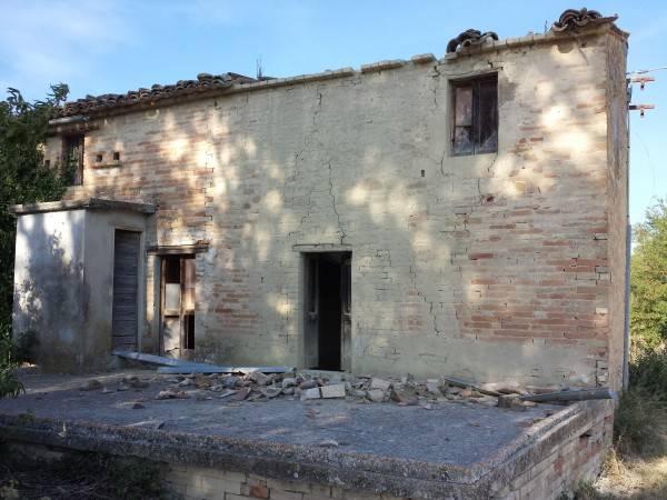 Rustico / Casale in vendita a Ponzano di Fermo, 6 locali, prezzo € 95.000 | CambioCasa.it