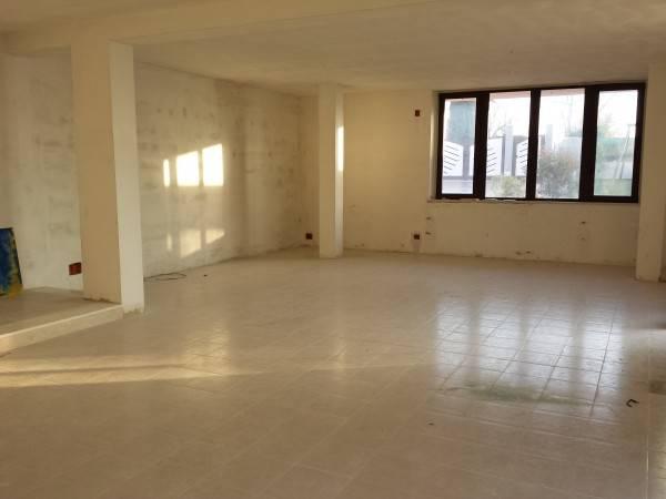 Negozio / Locale in affitto a Fermo, 4 locali, zona Località: PERIFERIA COLLINA, prezzo € 920 | CambioCasa.it