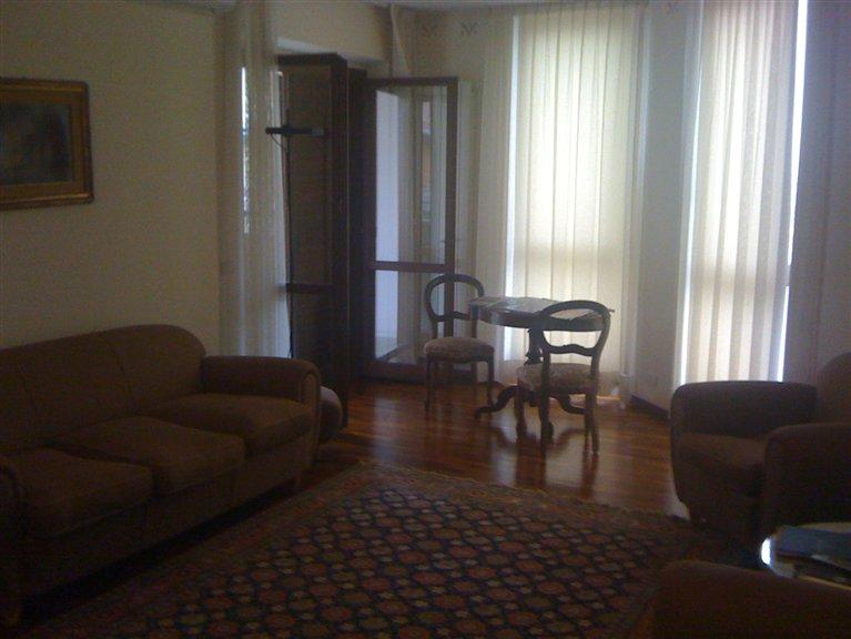 Soluzione Indipendente in affitto a Civitanova Marche, 7 locali, prezzo € 900 | CambioCasa.it