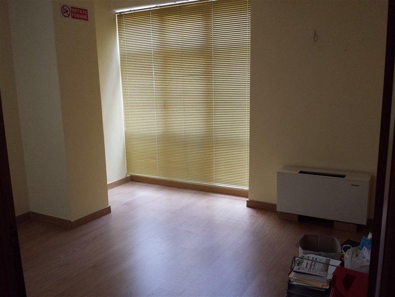 Ufficio / Studio in affitto a Civitanova Marche, 9999 locali, prezzo € 550 | CambioCasa.it