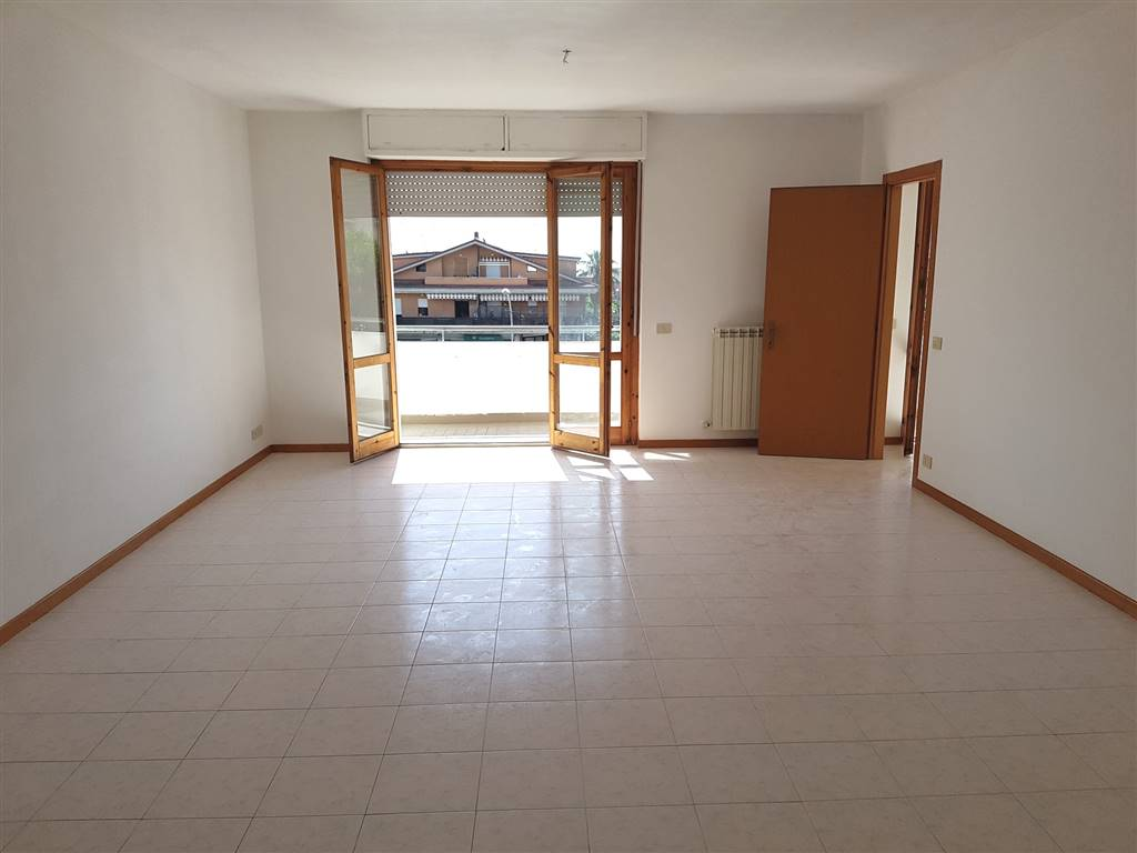 Appartamento in affitto a Altidona, 6 locali, zona Zona: Marina di Altidona, prezzo € 500 | Cambio Casa.it