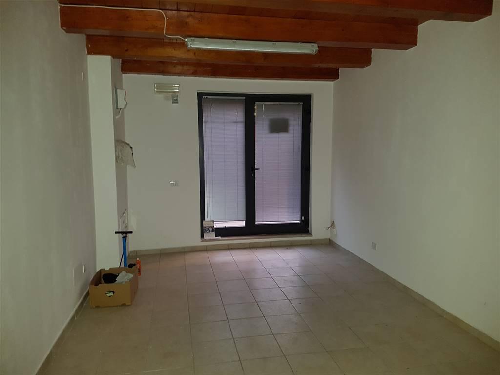 Negozio / Locale in affitto a Fermo, 2 locali, zona Località: SAN GIROLAMO, prezzo € 350 | CambioCasa.it