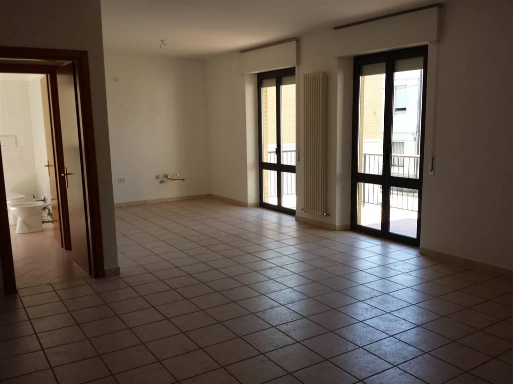 Appartamento in affitto a Porto Sant'Elpidio, 6 locali, zona Località: C. OLIVERI, prezzo € 600 | CambioCasa.it
