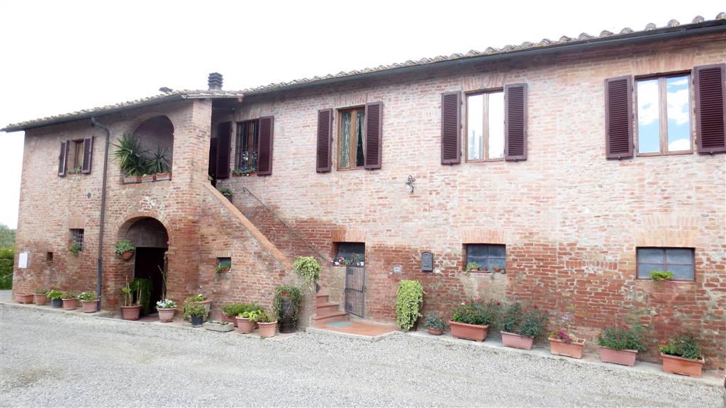Rustico / Casale in vendita a Siena, 12 locali, zona Zona: Semicentrale, Trattative riservate | CambioCasa.it