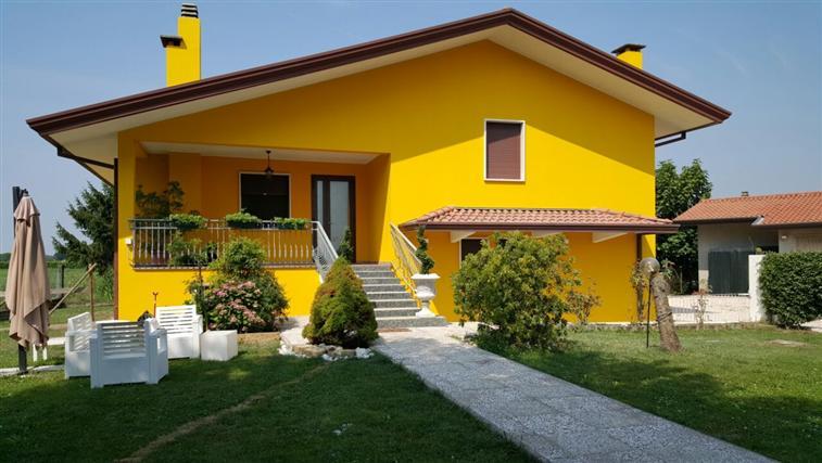 Villa in vendita a Eraclea, 9 locali, prezzo € 320.000 | Cambio Casa.it