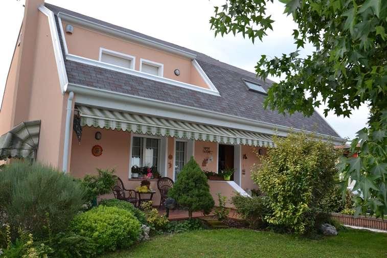 Villa in vendita a Eraclea, 10 locali, zona Zona: Stretti, prezzo € 270.000 | Cambio Casa.it