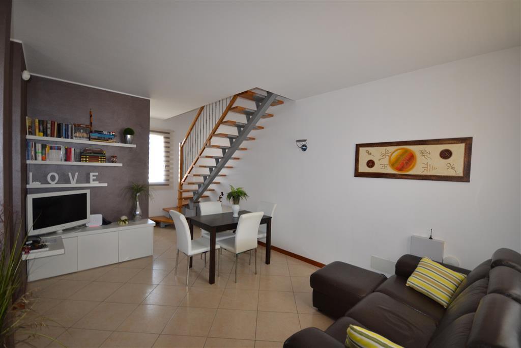Soluzione Indipendente in vendita a Jesolo, 6 locali, zona Località: JESOLO, prezzo € 220.000 | Cambio Casa.it