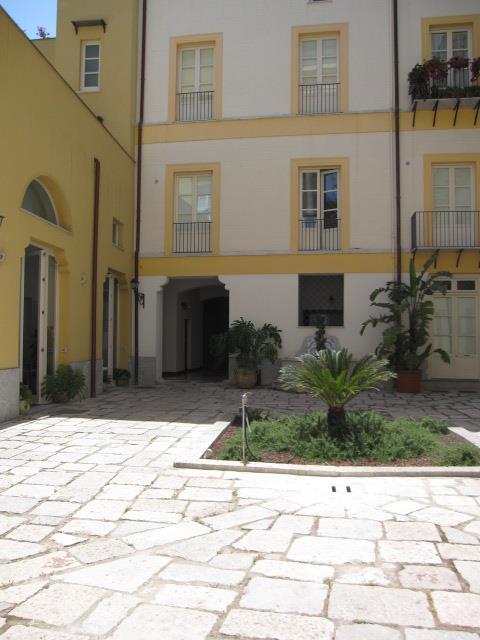 Vendita appartamento via alloro centro storico palermo for Appartamento centro storico palermo