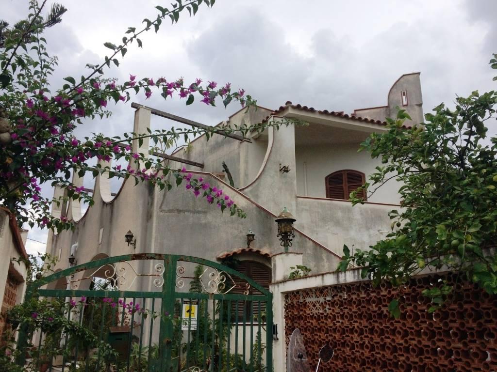 Villa in vendita a Altavilla Milicia, 6 locali, prezzo € 210.000 | Cambio Casa.it