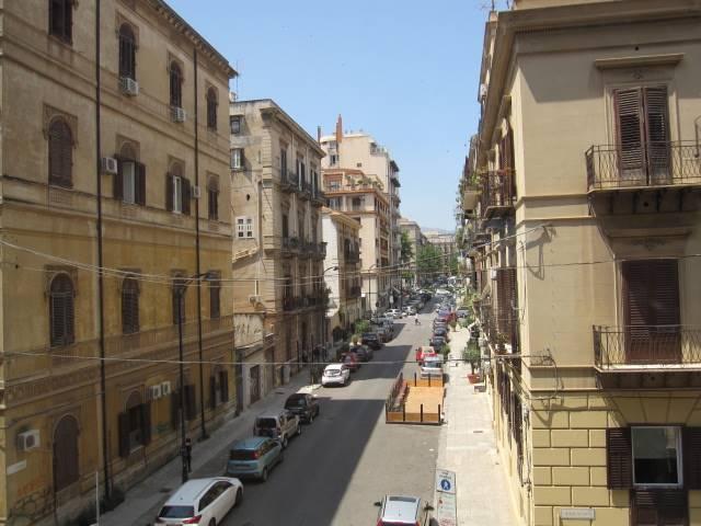 Ufficio / Studio in affitto a Palermo, 2 locali, zona Zona: Politeama, prezzo € 500 | Cambio Casa.it
