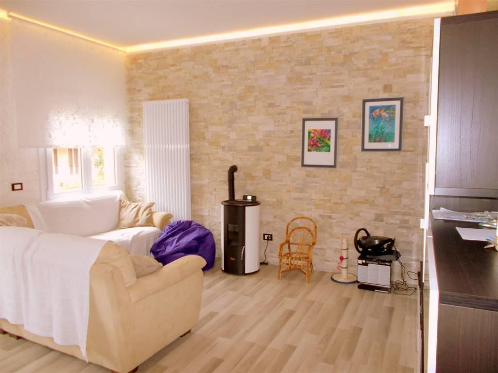 Appartamento in vendita a Padova, 5 locali, zona Località: SACRA FAMIGLIA SAVONAROLA FUORI MURA, prezzo € 358.000 | CambioCasa.it