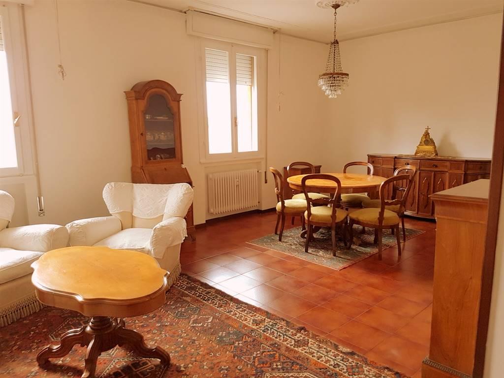 Appartamento in affitto a Padova, 6 locali, zona Località: SACRA FAMIGLIA SAVONAROLA FUORI MURA, prezzo € 1.000   Cambio Casa.it