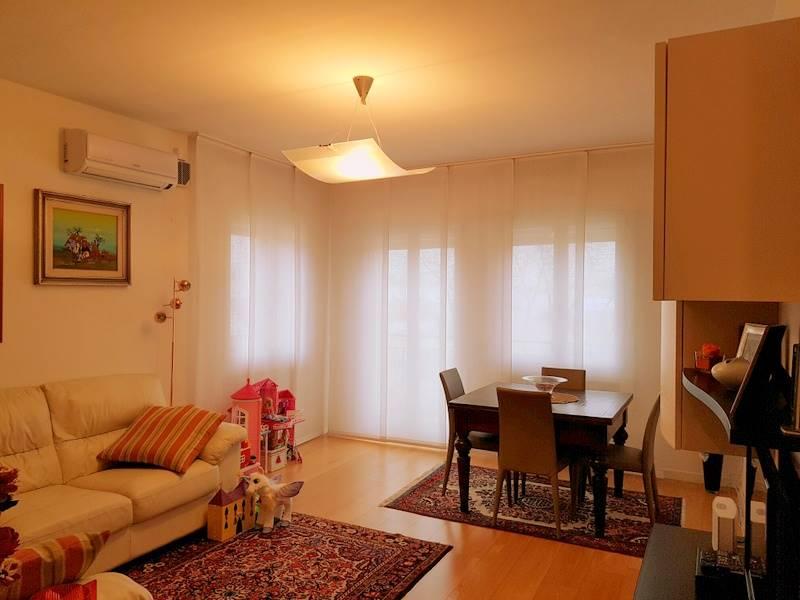 Appartamento in vendita a Padova, 7 locali, zona Zona: 4 . Sud-Est (S.Croce-S. Osvaldo, Bassanello-Voltabarozzo), prezzo € 250.000 | CambioCasa.it