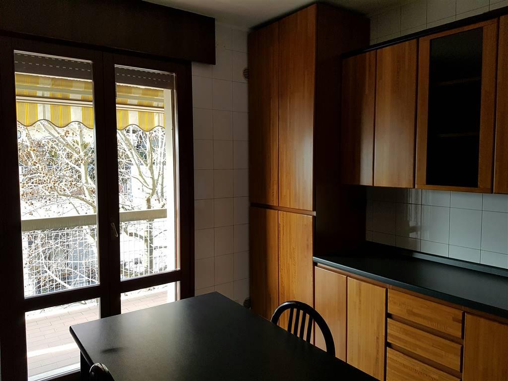 Appartamento in vendita a Padova, 6 locali, zona Zona: 2 . Nord (Arcella, S.Carlo, Pontevigodarzere), prezzo € 185.000 | CambioCasa.it