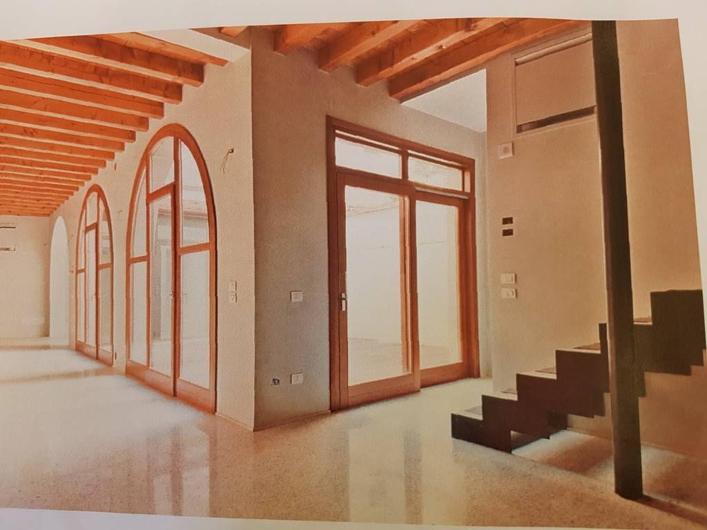 Soluzione Indipendente in vendita a Padova, 5 locali, zona Zona: 1 . Centro, prezzo € 650.000 | CambioCasa.it