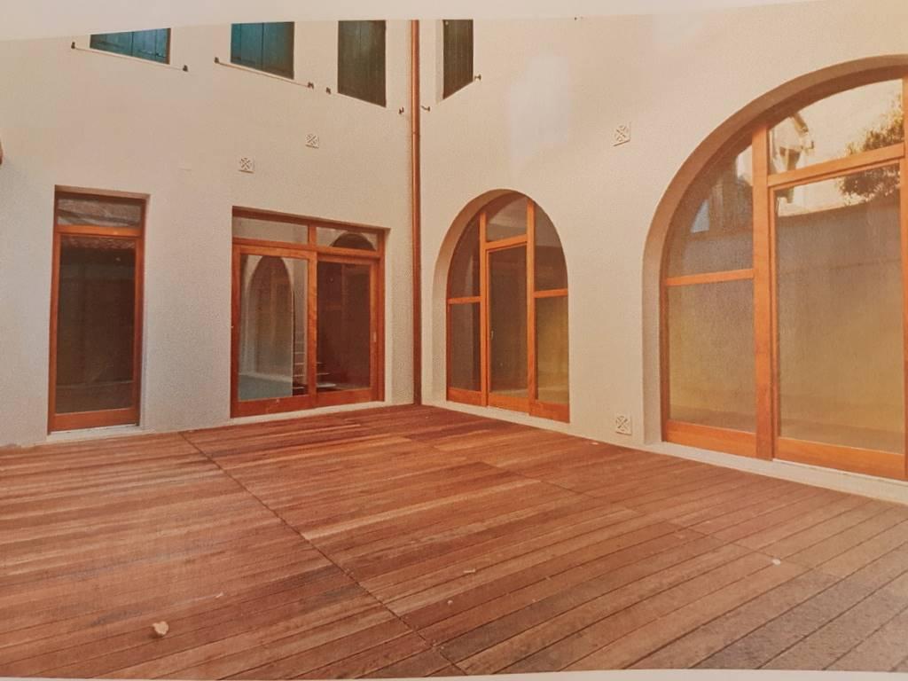 Soluzione Indipendente in affitto a Padova, 5 locali, zona Zona: 1 . Centro, prezzo € 2.200 | CambioCasa.it