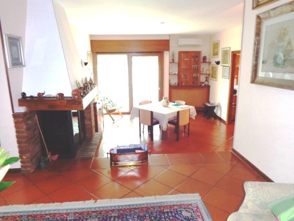 Appartamento in vendita a Selvazzano Dentro, 3 locali, zona Zona: Tencarola, prezzo € 159.000 | CambioCasa.it