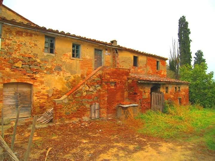 Rustico-casale  in Vendita a Cortona