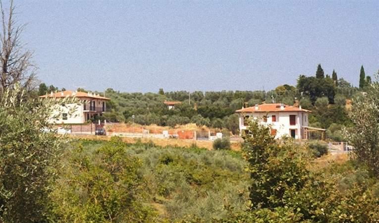 terreno edificabile  in Vendita a Lucignano