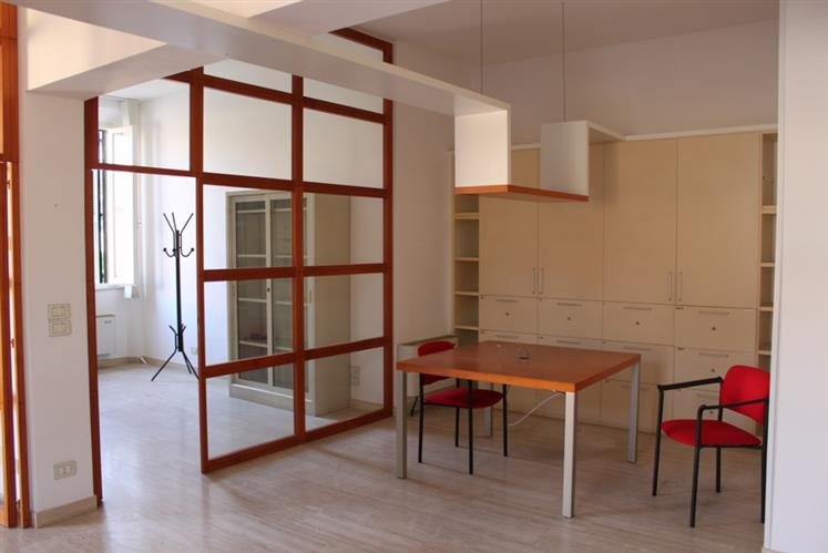 Appartamento in vendita a Grosseto, 4 locali, zona Località: CENTRO CITTÀ, prezzo € 187.000 | CambioCasa.it