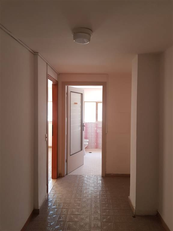 Appartamento in vendita a Grosseto, 4 locali, zona Località: TRIBUNALE, prezzo € 110.000 | CambioCasa.it