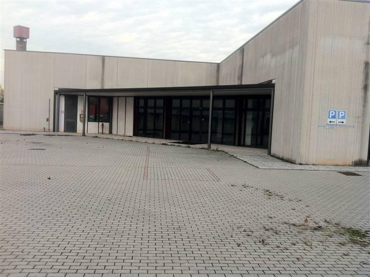 Capannone in affitto a Curtatone, 5 locali, zona Zona: Levata, prezzo € 7.500 | CambioCasa.it