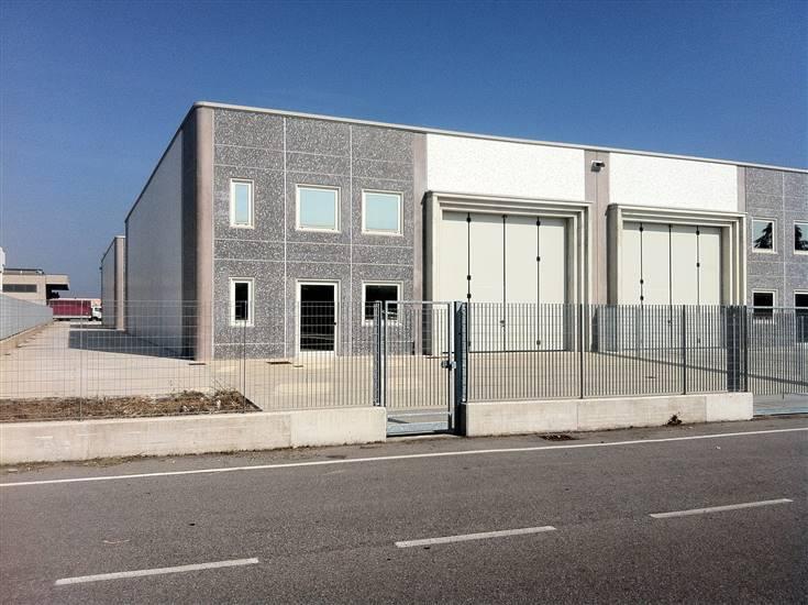 Immobile Commerciale in affitto a Curtatone, 2 locali, zona Zona: Levata, prezzo € 1.000 | CambioCasa.it
