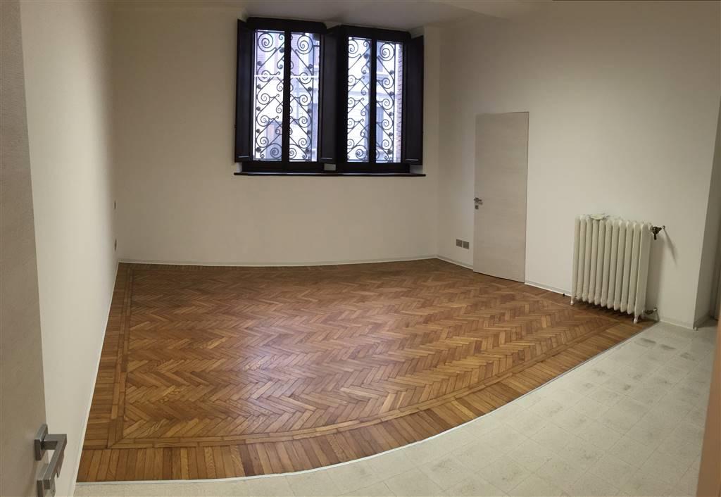 Ufficio / Studio in affitto a Mantova, 2 locali, prezzo € 600   CambioCasa.it