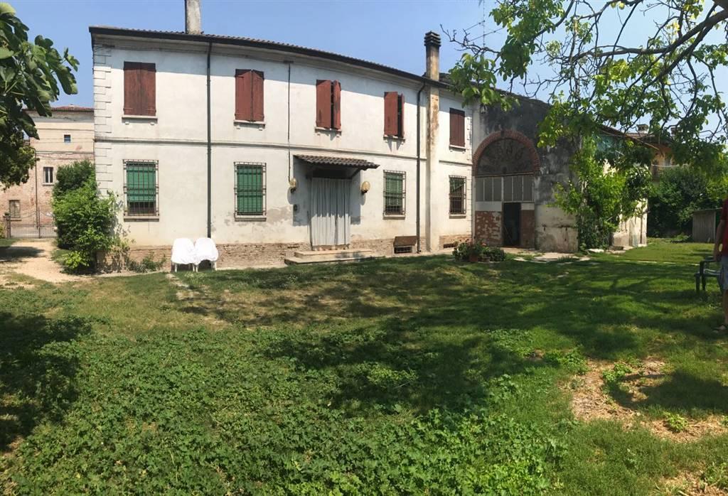 Soluzione Indipendente in vendita a Bagnolo San Vito, 5 locali, zona Zona: Campione, prezzo € 120.000 | CambioCasa.it