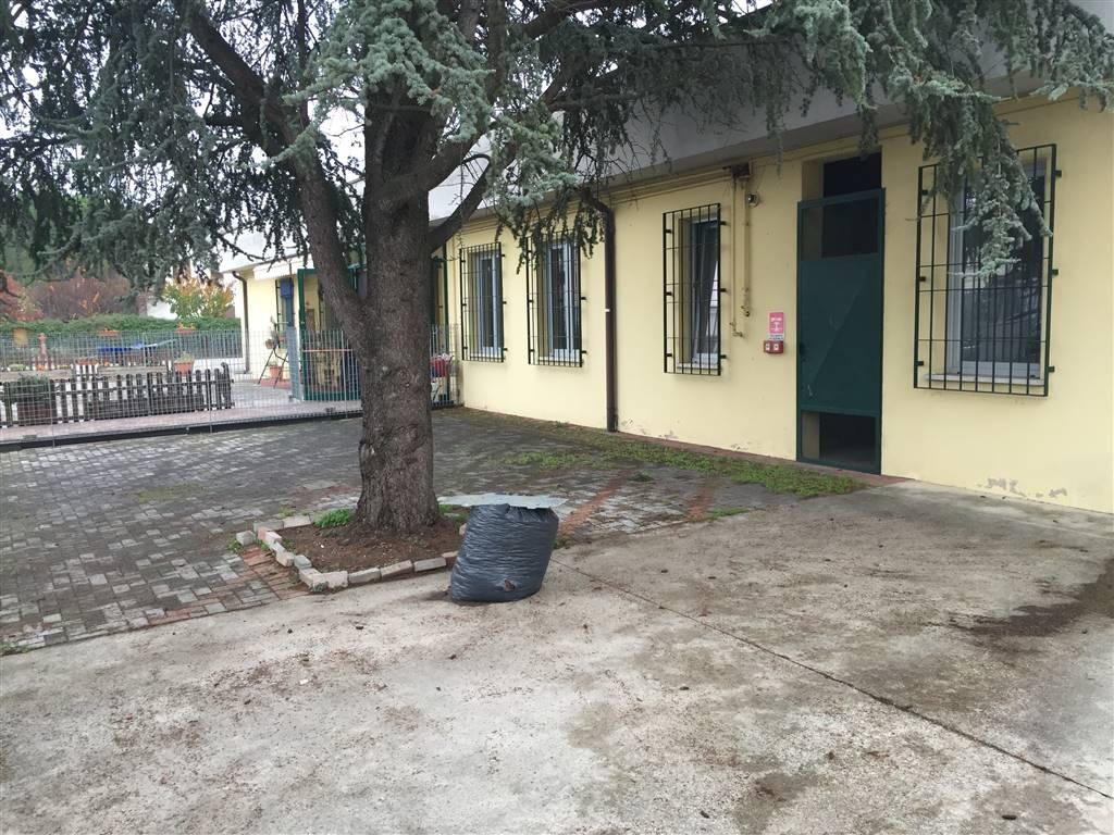Capannone in affitto a Mantova, 5 locali, zona Zona: Gambarara, prezzo € 1.000   CambioCasa.it